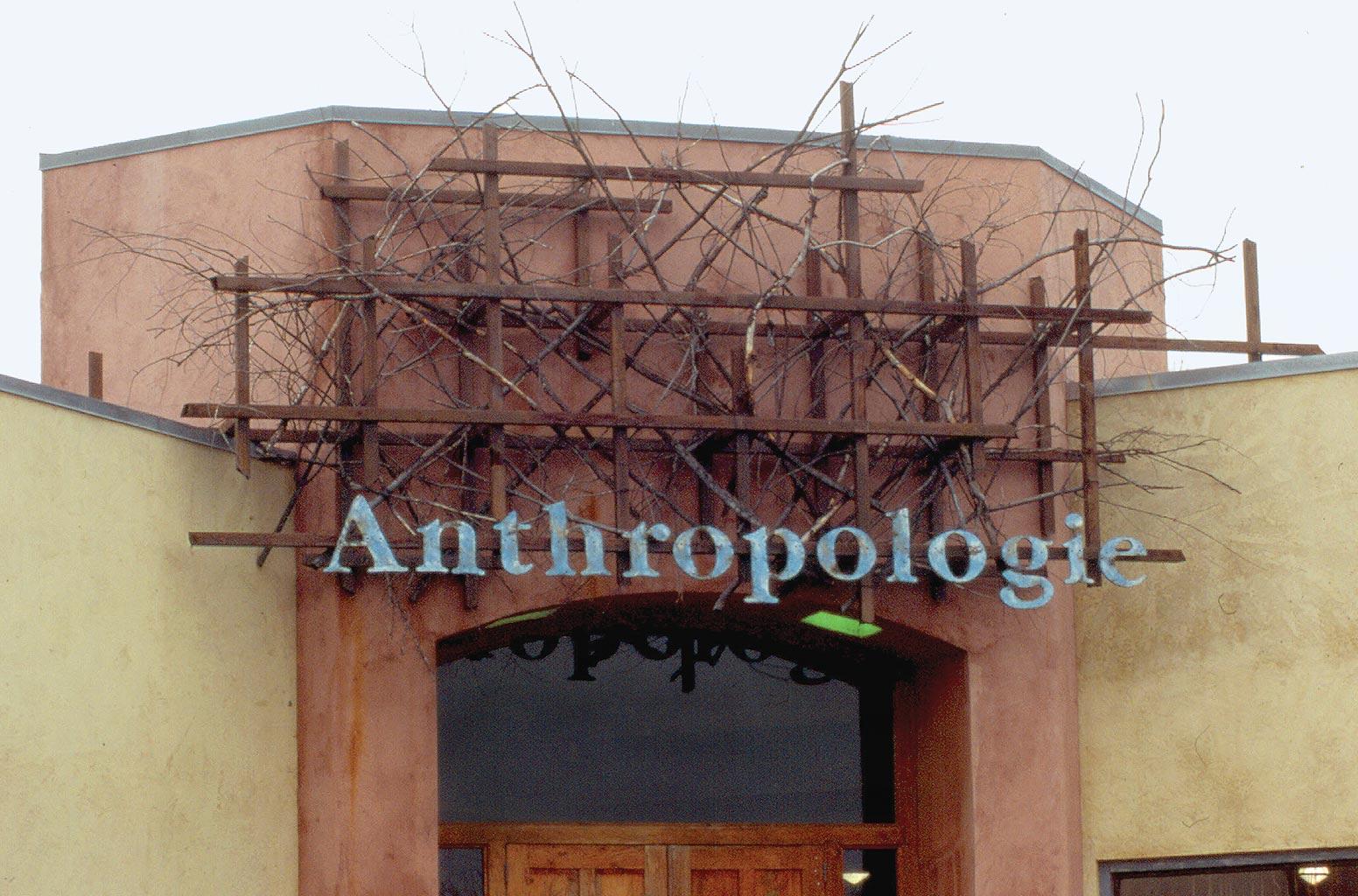 http://gutierrezstudios.com/img/installations/1995/anthropologie/anthropologie-03.jpg